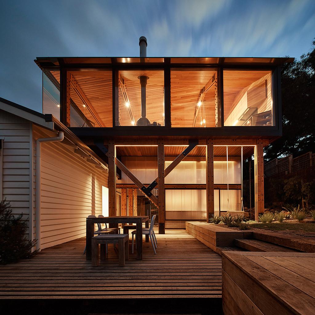 House on stilts design by Austin Maynard Architects in Australia Sundeno_01