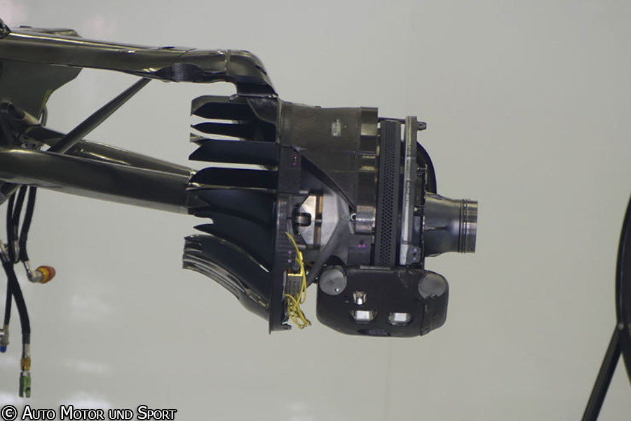 mcl32-brakes