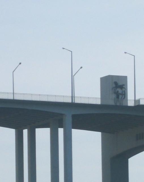Arrábida Bridge, Porto, Statue