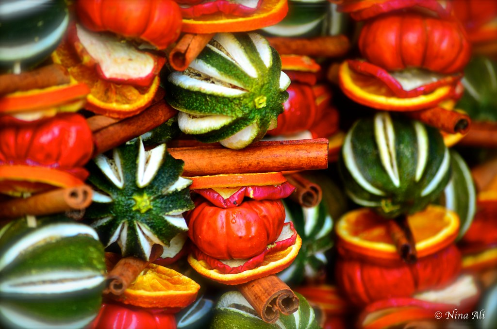 Dried fruit Christmas decorations | Winter market - Southban… | Flickr