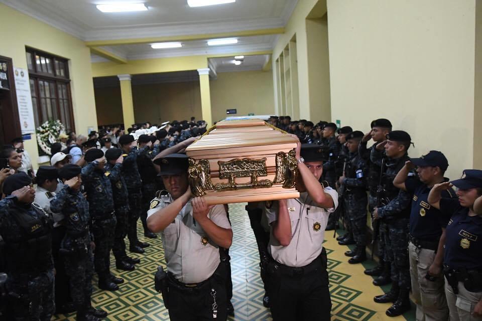 Realizan honras fúnebres a agentes PNC fallecidos