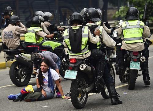 Fuertes disturbios de miles de opositores en Venezuela
