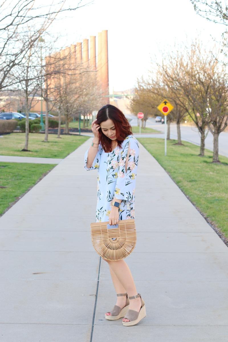 blue-floral-dress-wood-bag-steve-madden-wedges-5