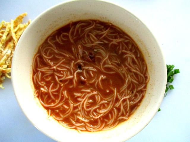 Lee Fah Sarawak laksa, soup added
