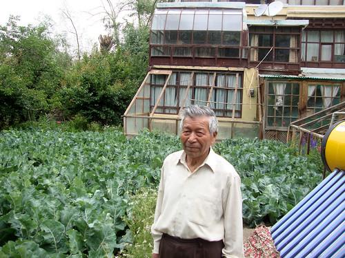 अपने सब्जी के बाग में चेवांग नॉर्फेल