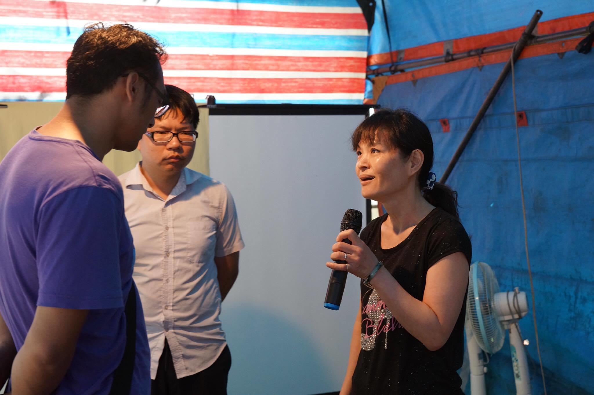 從未有過抗爭經驗的工人們,也在今日會員大會上模擬演練明日與蘇東榮會面的辯論。(攝影:王顥中)