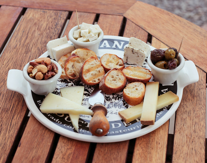 surfing goat dairy farm cheese charcuterie platter where to eat maui hawaii
