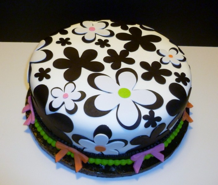 Black And White Flower Cake By Yvonne C., Twin Cities, MN