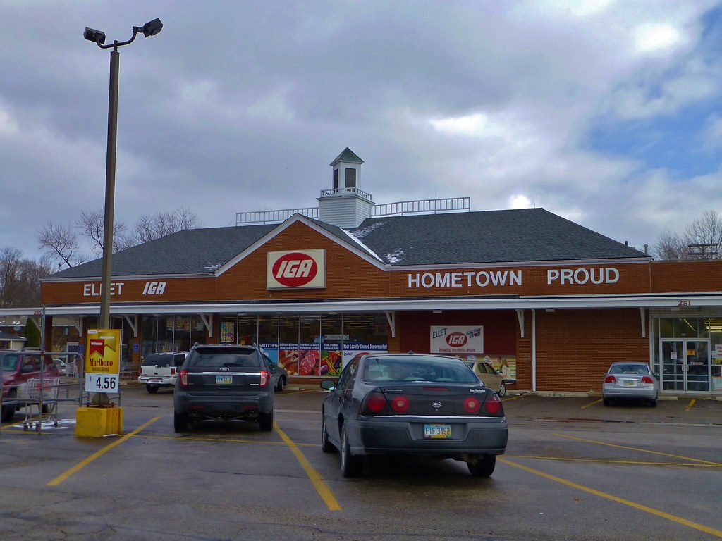 Darrow >> Ellet IGA (former A&P) | A former A&P store that became IGA … | Flickr