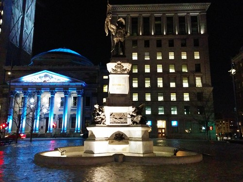 Maisonneuve Monument, at night