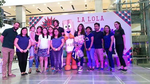DavaoFoodTrips.com | Maria Perine, Solenn Heussaff & Nico Bolzico store owners with #TeamDDi and Davao media friends - Hola Amigos & Amigas... La Lola Churreria Opens at SM Lanang Premier!