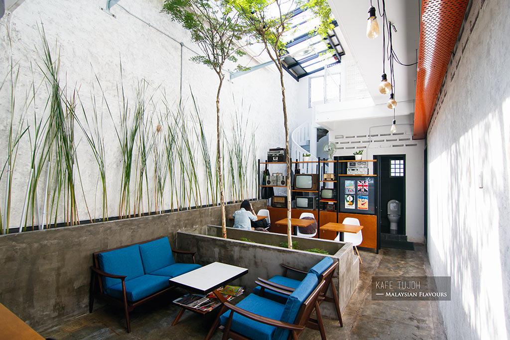 Tujoh Cafe