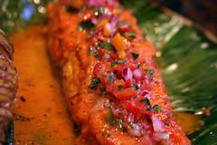 Salmon a la hoja de bananero con salsa de maracuya (41)