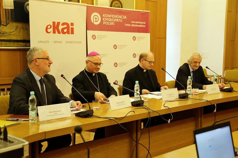 Konferencja prasowa z okazji 90. urodzin Papieża Benedykta XVI, Warszawa, 6 IV 2017