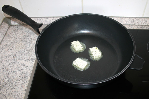 27 - Kräuterbutter in Pfanne zerlassen / Melt herb butter in pan