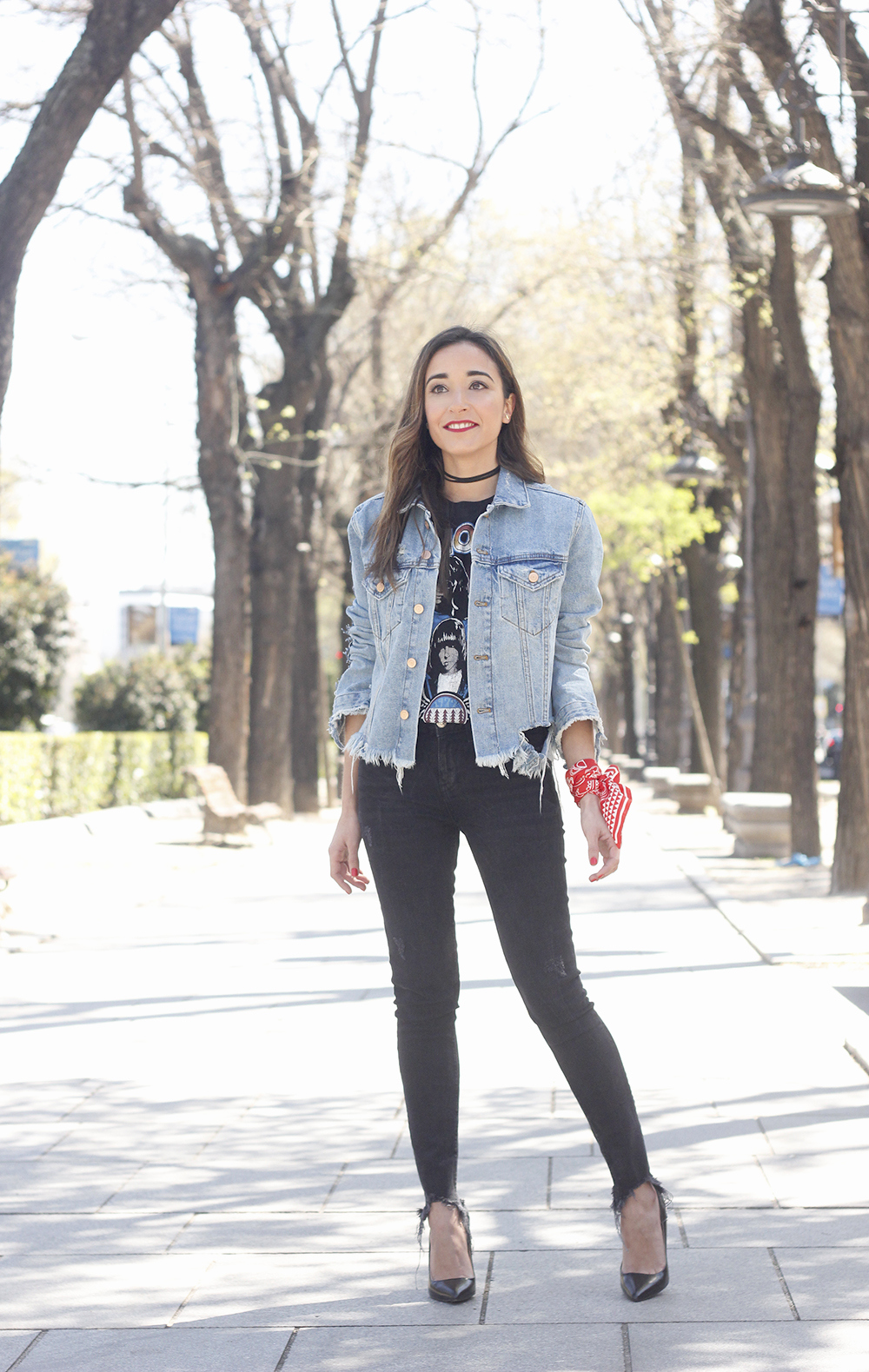 Ripped denim jacket black jeans ramones t-shirt heels style outfit fashion03