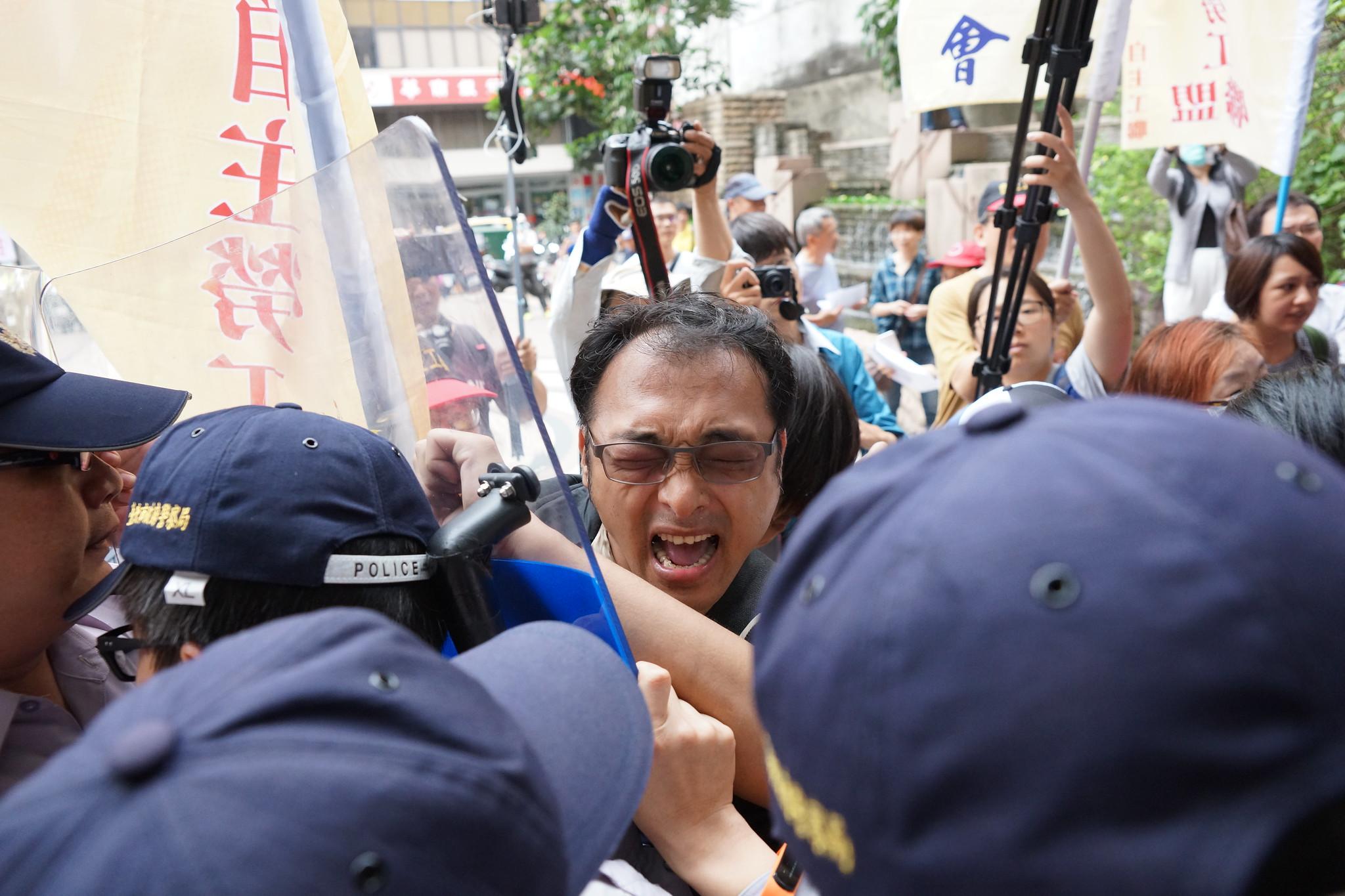 工會理事長徐同溎在人群中。(攝影:王顥中)