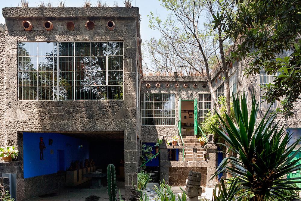 la_casa_de_frida_kahlo_en_cayoacan_mexico_491734598_1200x800