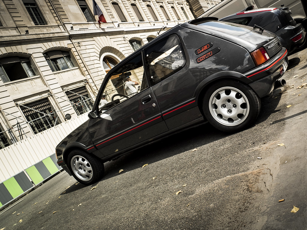 peugeot 205 gti 1 9 spotted in paris fujifilm x10 m. Black Bedroom Furniture Sets. Home Design Ideas