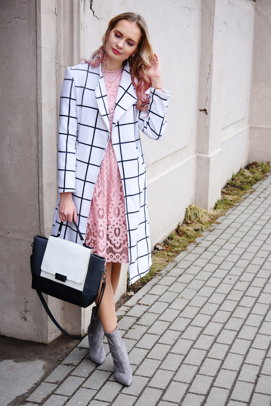 Romantic and chic spring outfit