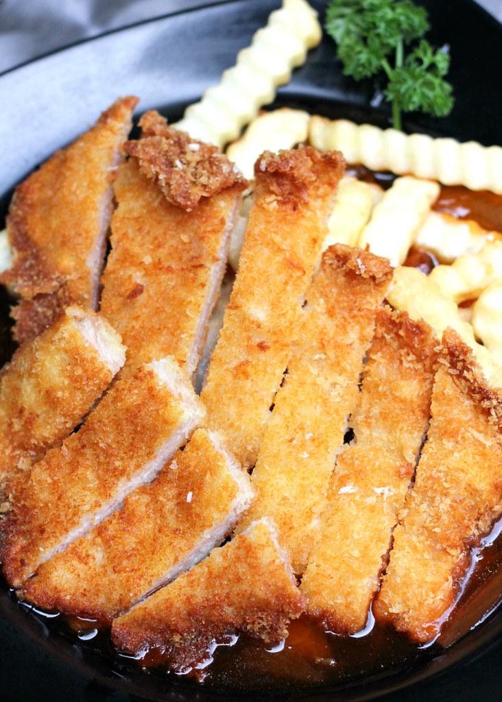 yy-ka-fei-dian-hainanese-pork-chop