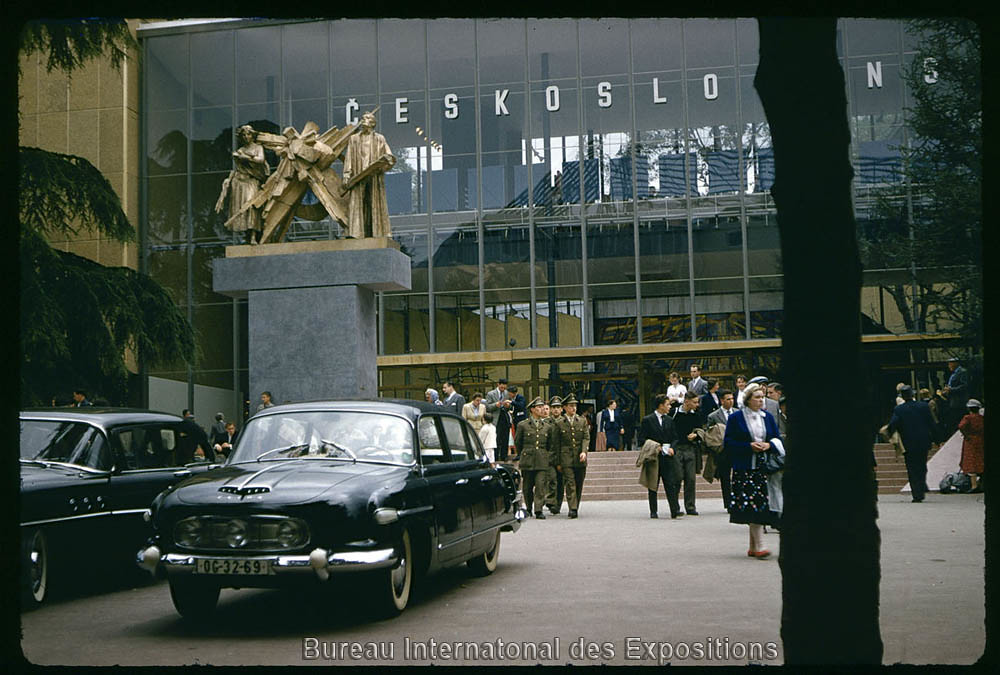 tatra 603 in front of the czechoslovak pavilion at expo 58. Black Bedroom Furniture Sets. Home Design Ideas
