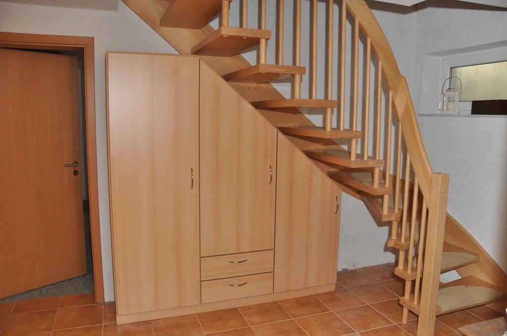 schrank unter offener treppe fabulous schrank unter offener treppe with schrank unter offener. Black Bedroom Furniture Sets. Home Design Ideas