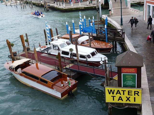 Taxis acuáticos en Venecia
