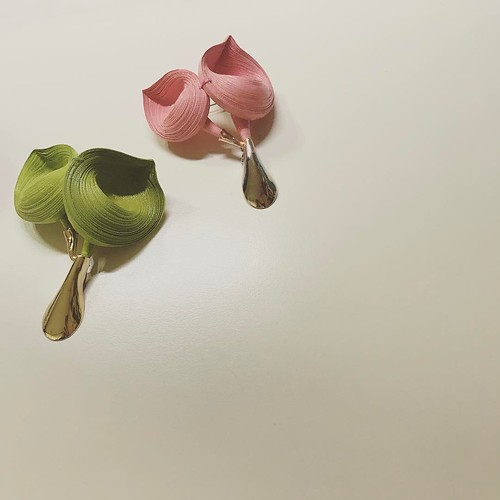 Rolled Paper Brooches - Youngjoo Lee