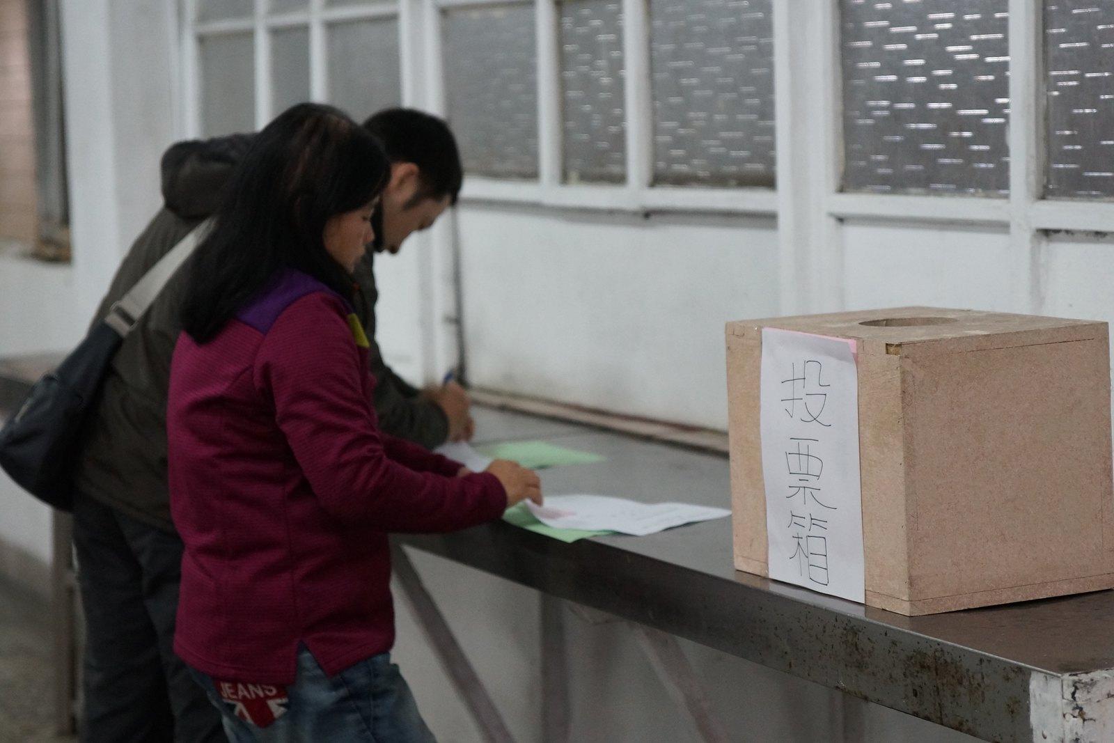 準備投票。(攝影:王顥中)