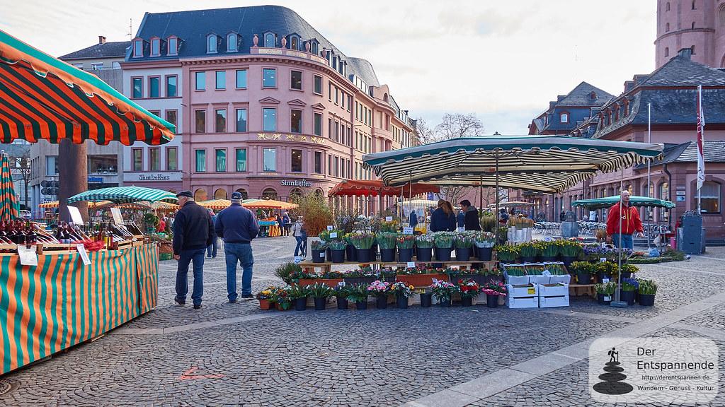 Wochenmarkt auf dem Mainzer Domplatz