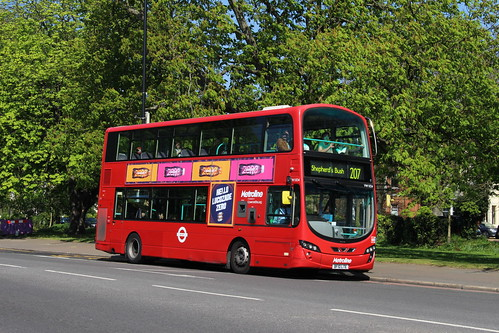 Metroline West VW1834 on Route 207, Ealing Common