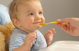 Вводим прикорм ребенка: основные правила