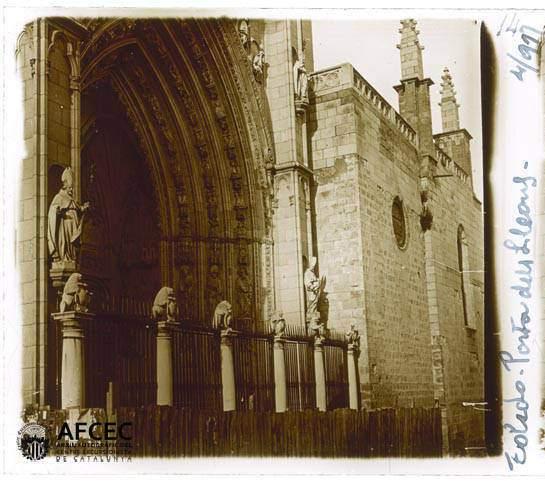 Puerta de los Leones en abril de 1917. Fotografía de Francesc Blasi i Vallespinosa   © Centre Excursionista de Catalunya