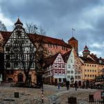 Nürnberg (Nämberch), Platz am Tiergärtnertor, Im Hintergrund die Kaiserburg