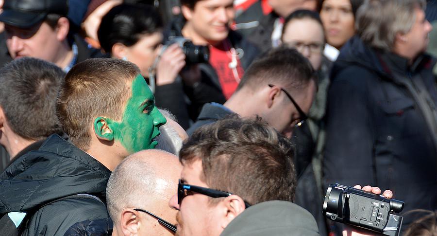 зеленка на лице митингующего
