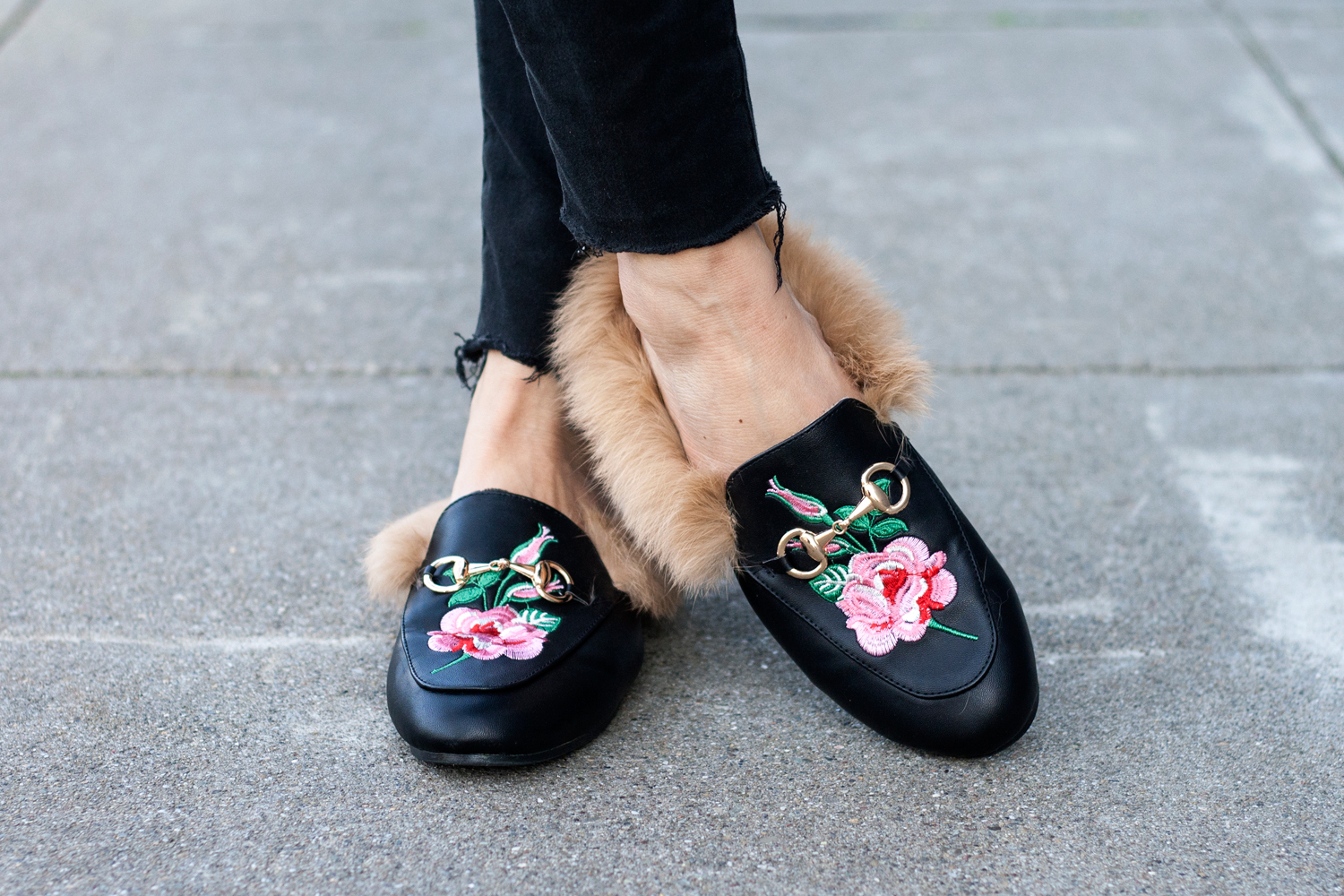 08floral-fur-slippers-embroidery-mules-sf-fashion-style