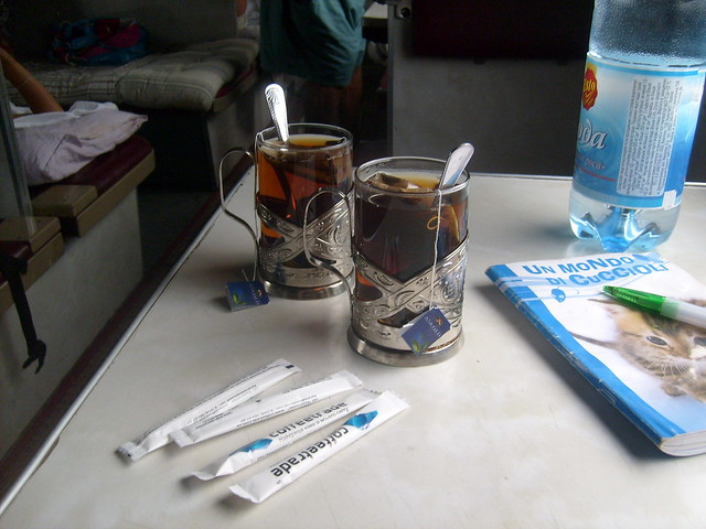 Teázás a vonaton