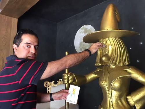 Nacho con la bruja de oro