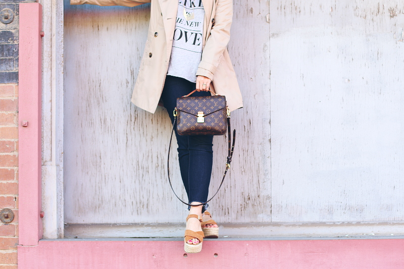 denim-step-hem-louis-vuitton-pochette-metis-topshop-sandals-6
