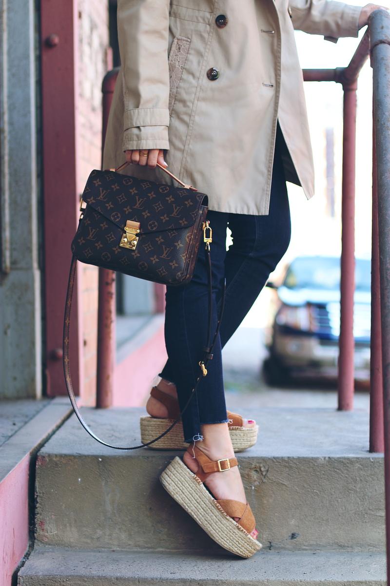 denim-step-hem-louis-vuitton-pochette-metis-topshop-sandals-5