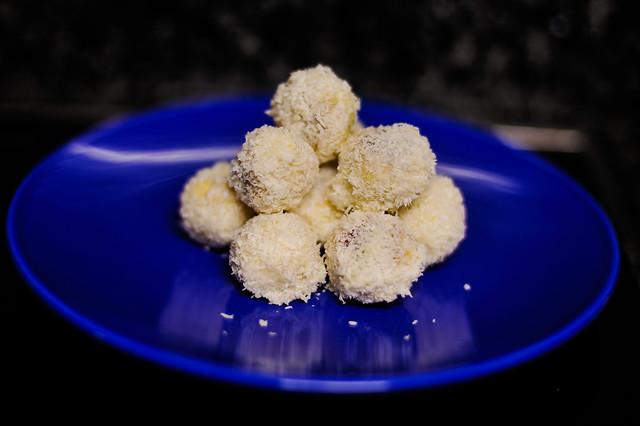 snowballs (coconut cookies)