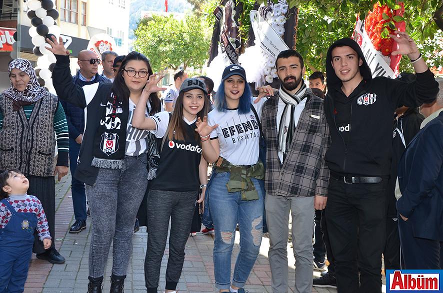 """Alanya Alaaddin Keykubat Üniversitesi """"ÜNİBJK"""" kulübü üyeleri Albüm'e poz verdi."""