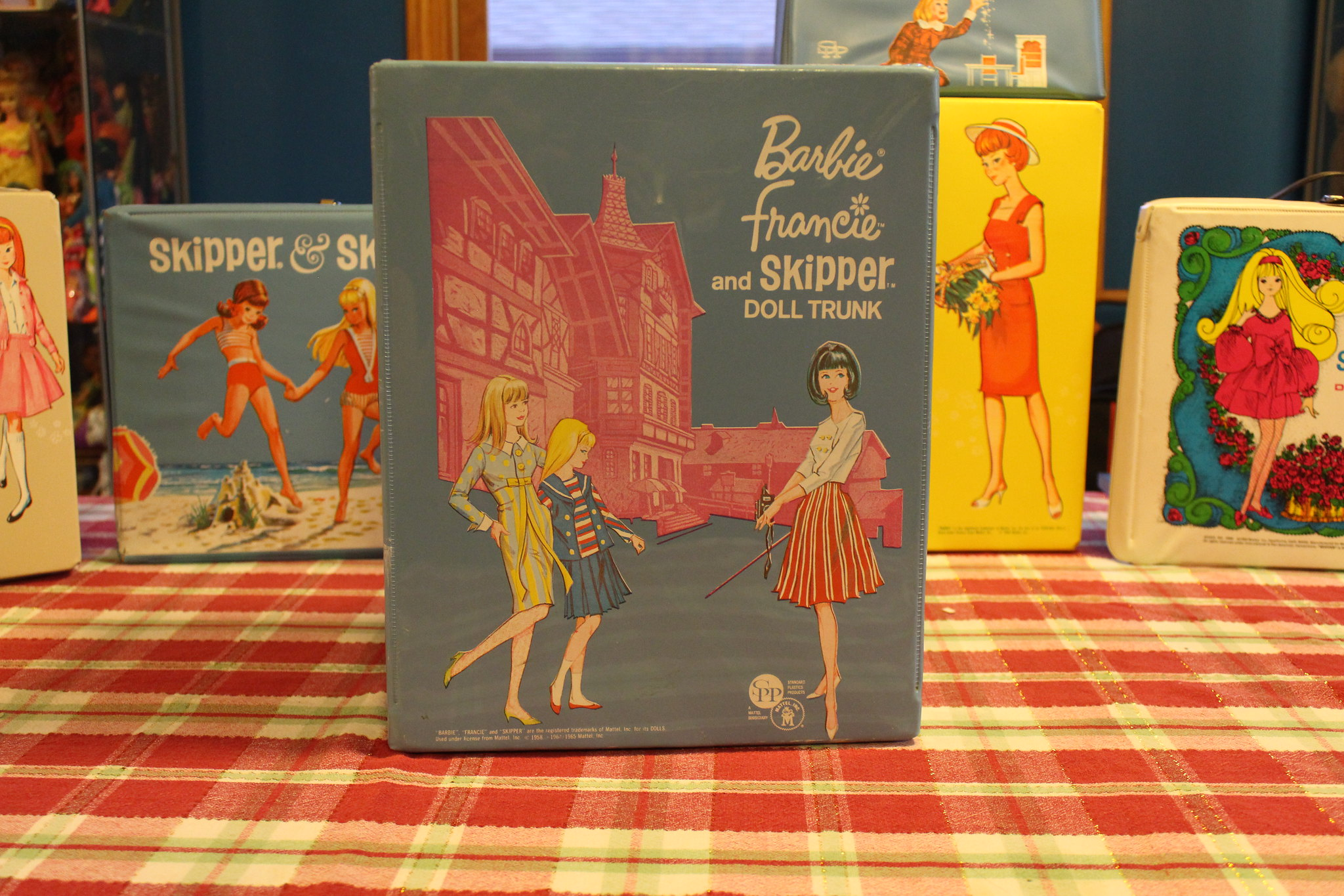Skipper, Barbie and Francie European Travel Case