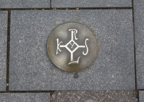 Karolus underfoot