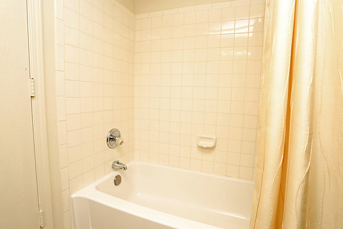 Rental Chic Before Photos - Bathroom