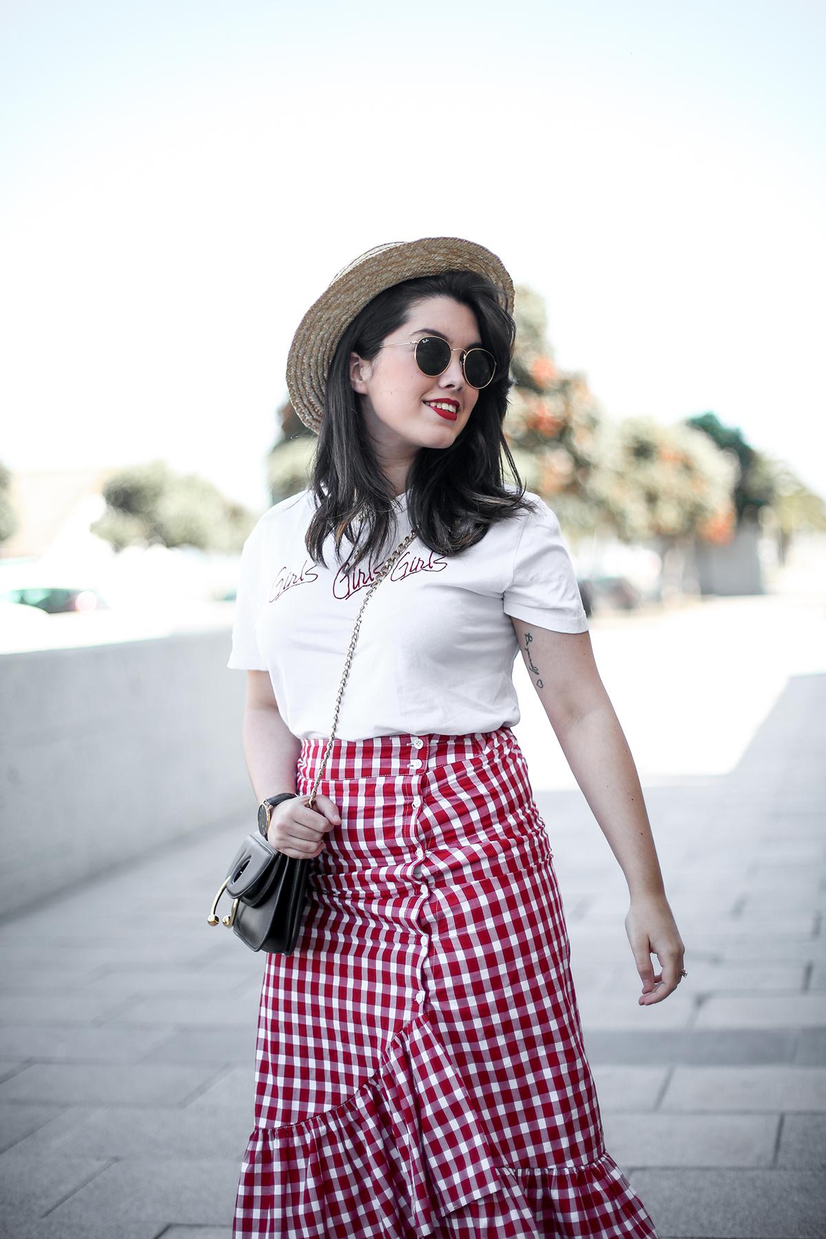 falda-cuadros-vichy-asimetrica-zara-look-jwanderson-farfetch-canotier-myblueberrynightsblog7