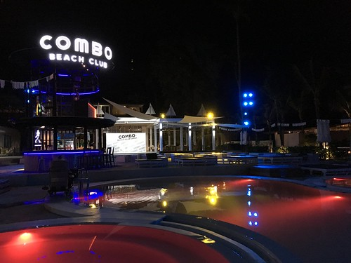 Combo beach club