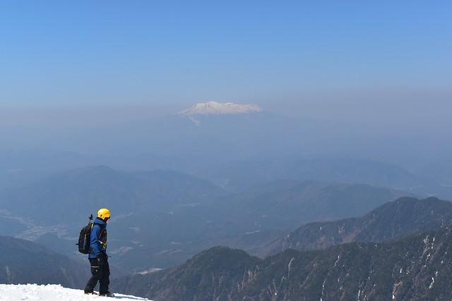 三ノ沢岳山頂から眺める御嶽山