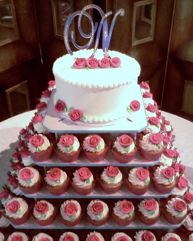 Red Butter Cream Roses On White Wedding Cake And Cupcake T